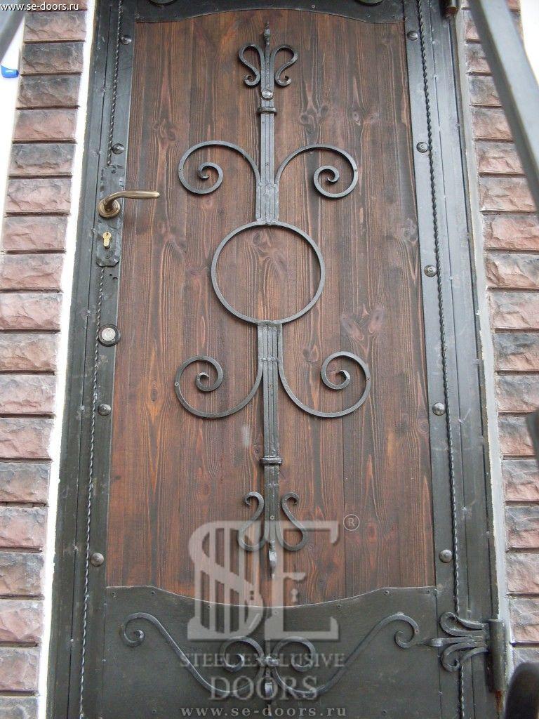 дверь металлическая с элементами ковки и дерева